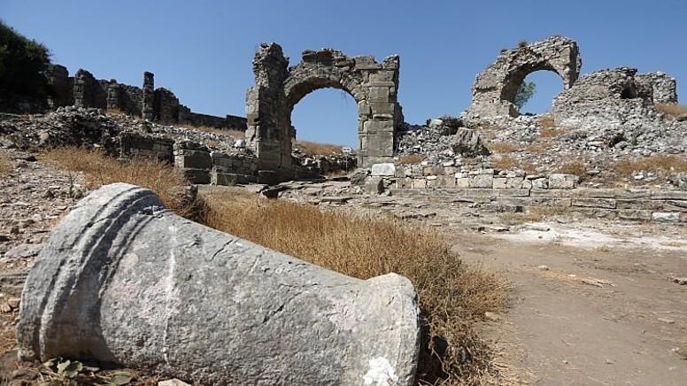 Dağlık Bölgenin Düzlüğe Ulaştığı Bir Yerde Kurulmuş Şehir: Aspendos..