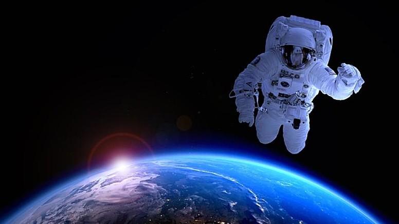 Önce Karayiplere, Oradan Uzaya!