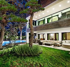 Grand Deluxe Beachfront Suites