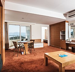 Corner Suite