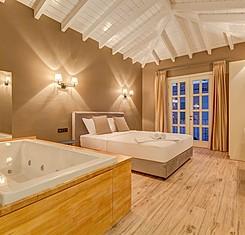 Jakuzili Deluxe Room