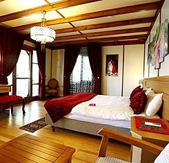 Jakuzili Queen Room