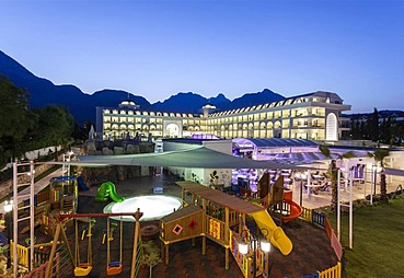 Karmir Hotel Resort & Spa