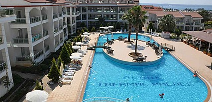 Akbuk Palace Hotel & Residence Havuz / Deniz