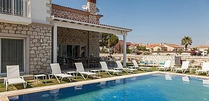 Alacaat Butik Otel Havuz / Deniz