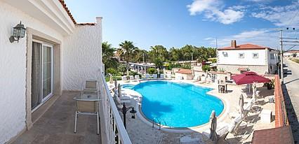 Alaroof Butik Otel Havuz / Deniz