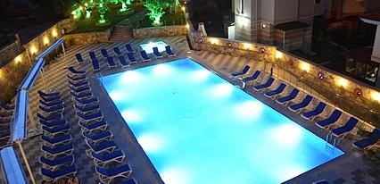 Ayvalık Elisa Otel Havuz / Deniz