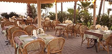 Azak Beach Hotel Yeme / İçme
