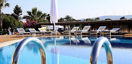 Ceshme Plus Hotel Havuz / Deniz