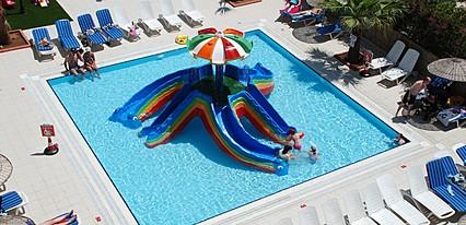 Club Alpina Apartments Havuz / Deniz
