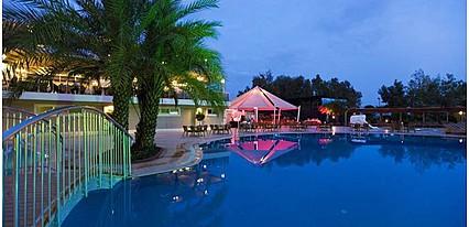Club Hotel Karaburun Havuz / Deniz