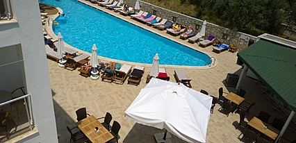 Costa Queen Suites Havuz / Deniz
