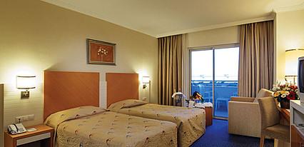 Crystal Admiral Resort Suites Spa Oda