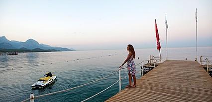Crystal Aura Beach Havuz / Deniz