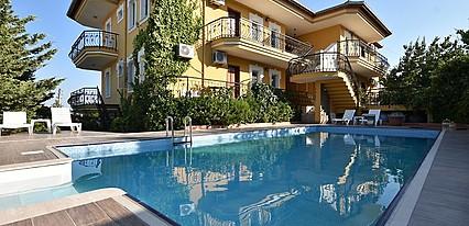 Cunda Uzun Otel Havuz / Deniz