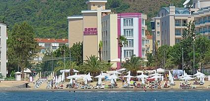 Dora Beach Hotel Havuz / Deniz
