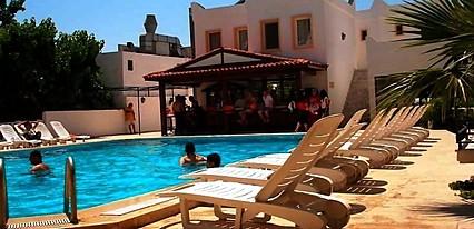 Fiorita Beach Otel Havuz / Deniz