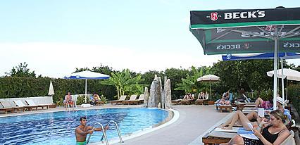 Garden Resort Bergamot Hotel Havuz / Deniz