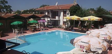 Gold Apart Hotel Havuz / Deniz