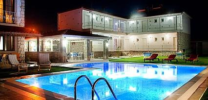 Gonulhan Otel Havuz / Deniz