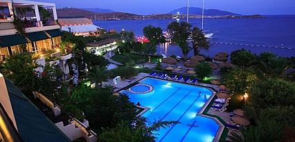 Gundem Resort Hotel Havuz / Deniz
