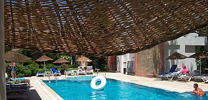 Kriss Hotel Havuz / Deniz
