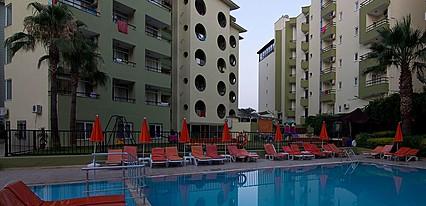 Krizantem Hotel Havuz / Deniz
