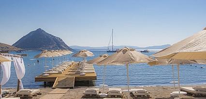 La Brezza Beach Hotel Havuz / Deniz