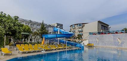 Latte Beach Otel Havuz / Deniz