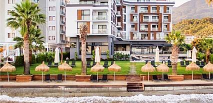 Maia Luxury Beach Hotel Havuz / Deniz