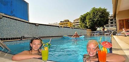 Maris Beach Otel Havuz / Deniz