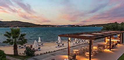 Murat Reis Ayvalık Havuz / Deniz