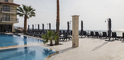 Neopol Hotel Deluxe Havuz / Deniz