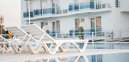Ninova Thermal Spa & Hotel Havuz / Deniz