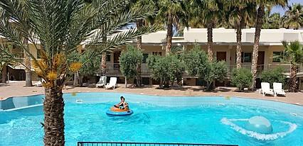 Oscar Resort Hotel & Casino Havuz / Deniz