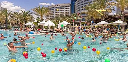 Royal Wings Hotel Lara Havuz / Deniz