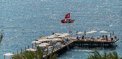 Sundance Resort Hotel Havuz / Deniz