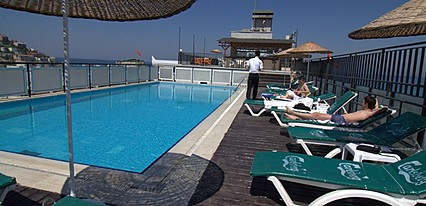 Surtel Hotel Havuz / Deniz
