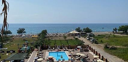Ünlüselek Hotel Havuz / Deniz