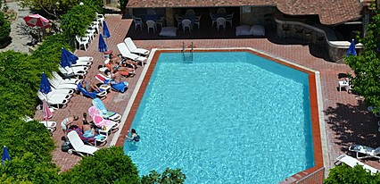Uslan Hotel Havuz / Deniz