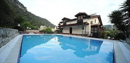 Villa Daffodil Hotel Havuz / Deniz