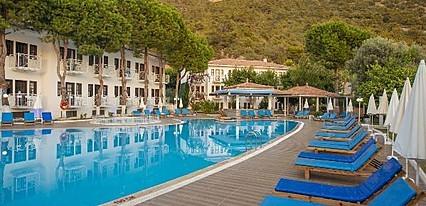 White Otel Ölüdeniz Havuz / Deniz