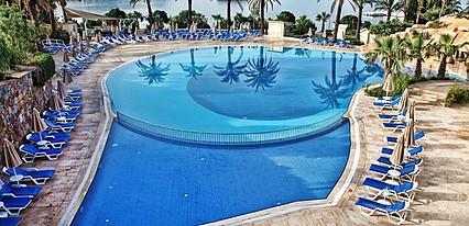 Yasmin Bodrum Resort Havuz / Deniz