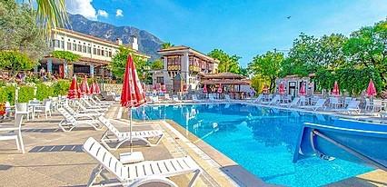 Zehra Tatil Köyü Havuz / Deniz