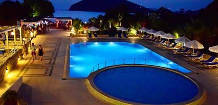 Zemda Hotel Gumusluk Havuz / Deniz