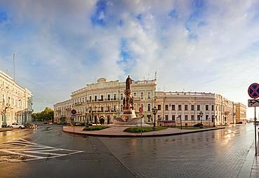 Kiev-Uman-Odessa (otobüsle, yak. 480 km)
