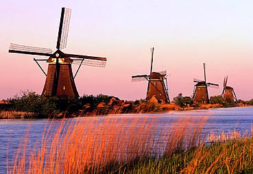 AMSTERDAM – (Marken & Volendam & Zaansee Schans & Giethoorn Hobbit Köyü Turu)