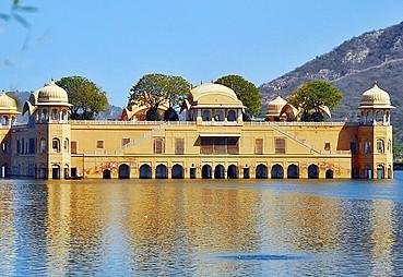 Jaipur - Varanasi (Holi Festivali)
